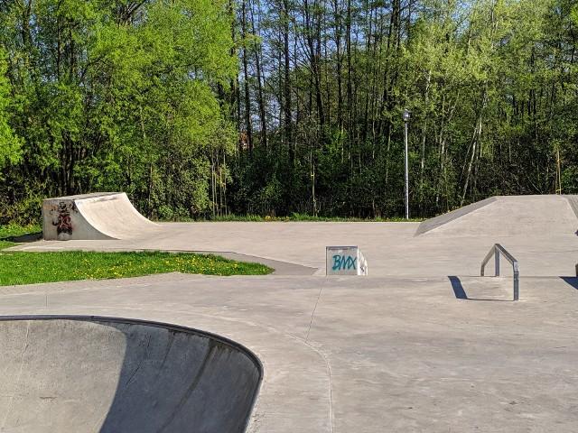 Wieczorne spotkania młodzieży na skateparku w Lublińcu utrapieniem dla mieszkańców.Zobacz kolejne zdjęcia. Przesuwaj zdjęcia w prawo - naciśnij strzałkę lub przycisk NASTĘPNE