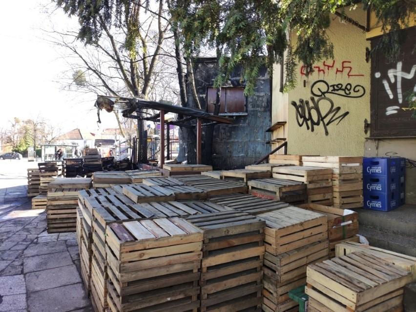 Spalony sklep spożywczy w Oliwie