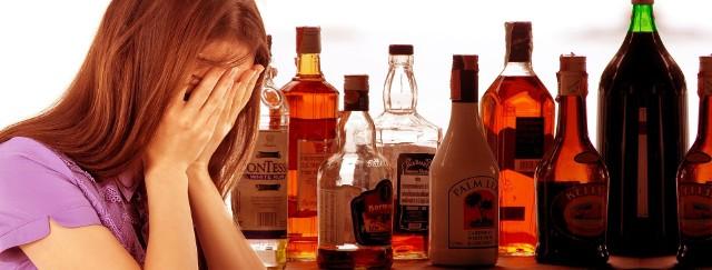 Alkoholizm to choroba, która wymaga leczenia pod opieką specjalistów. Ma negatywny wpływ nie tylko na osobę pijącą, ale także na jej bliskich i rodzinę.