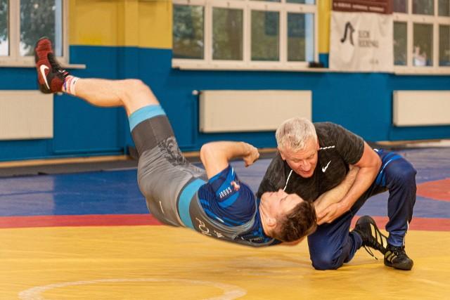 Zdaniem prezydenta Poznania, zapasy to dobra forma treningu nie tylko dla dorosłych, ale zwłaszcza dla dzieci i młodzieży.