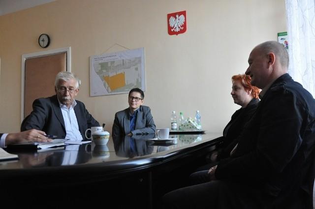Władze Częstochowy potwierdziły plan przeprowadzenia wszystkich niezbędnych prac związanych z realizacją zaleceń Państwowej Straży Pożarnej, dotyczących budynku przy alei Kościuszki 8, w którym mieści się Liceum Ogólnokształcące im. J. Słowackiego.