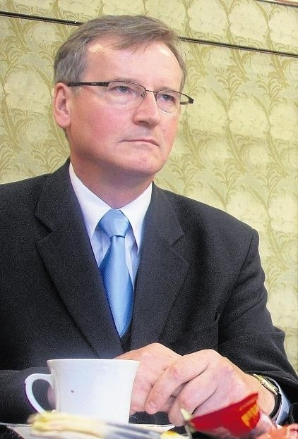 G. Wrona to człowiek byłego wicemarszałka Wojtasiaka. To on wysłał Wronę do szpitala w Koninie i spółki Szpitale Wielkopolski