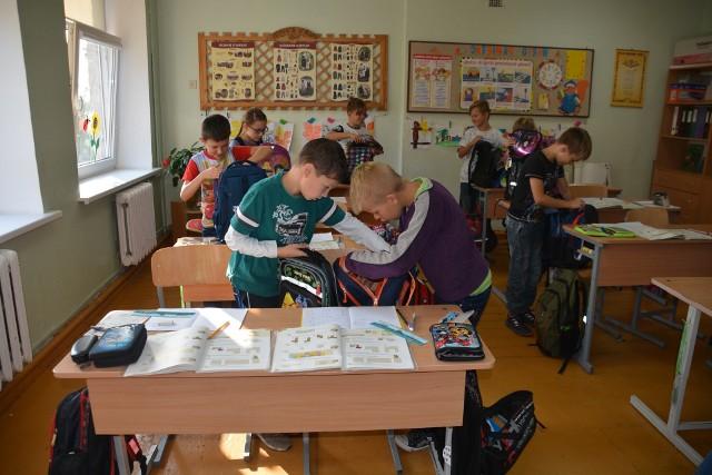 Caritas Poznań zbiera pieniądze na asortyment szkolny dla ubogich dzieci na Ukrainie.