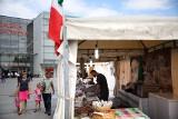 Plac przed Galerią Krakowską jak włoska piazza. Nic tylko jeść, pić i rozmawiać!