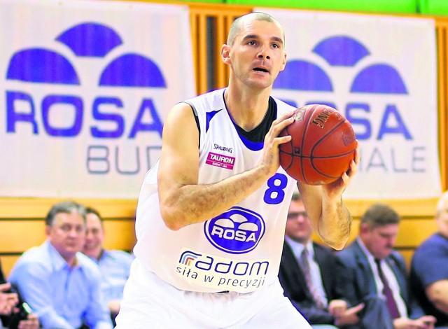 Robert Witka kiedyś odnosił duże sukcesy grając w barwach Asseco Gdynia. Teraz już drugi sezon jest zawodnikiem Rosy Radom. Dziś będzie chciał się przypomnieć kolegom.