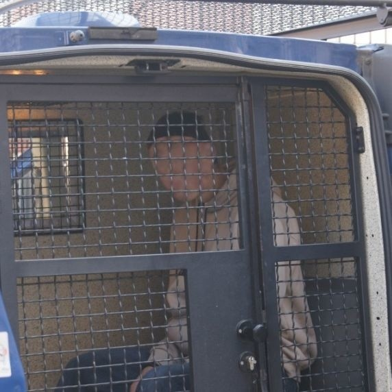 Zatrzymany podpalacz w policyjnym radiowozie. 20-latek przyznał się do kilku podpaleń w swojej miejscowości