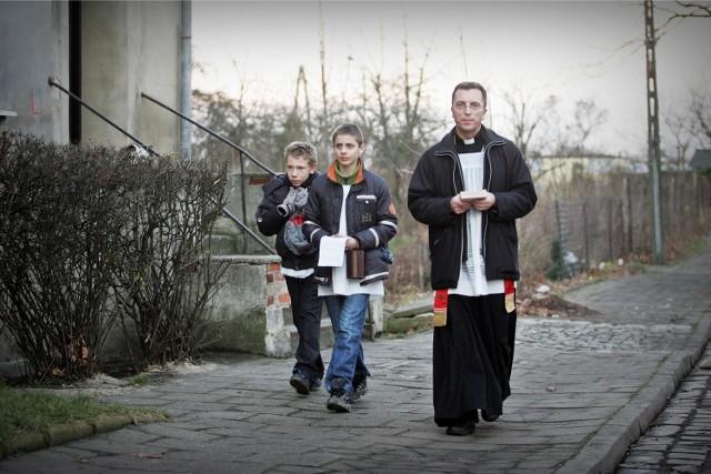 Ks. Krzysztof Jankowiak z parafii św. Teresy od Dzieciątka Jezus na Osobowicach wizyty duszpasterskie rozpoczął 27 grudnia