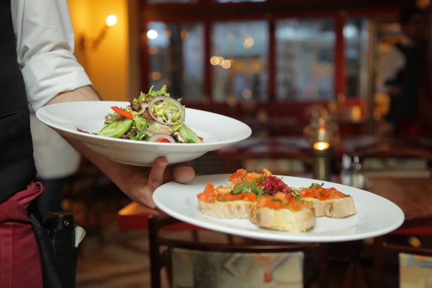 1. Restauracje z obsługą kelnerską
