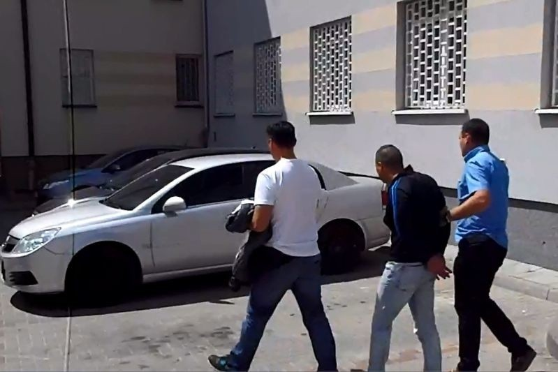 Fałszywi policjanci i fałszywi wnuczkowie zatrzymani. Wyłudzili pół miliona złotych od starszych osób (zdjęcia)