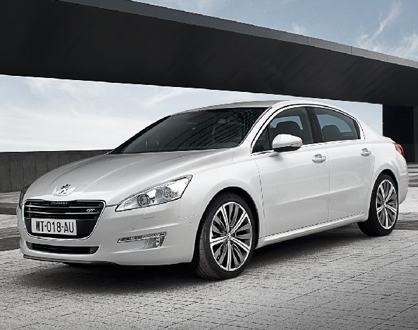 Nadwozie 508 w niczym nie przypomina innych peugeotów. Przód jest zaskakująco podobny do włoskiego i też luksusowego maserati (fot. Peugeot)