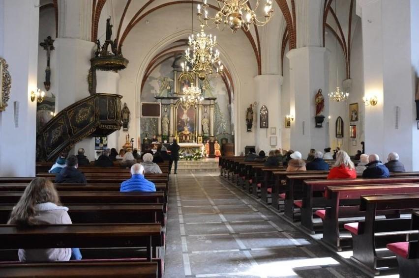 Bilety wstępu do kościoła na... Triduum Paschalne - to pomysł proboszcza z Lęborka. Wejściówki rozeszły się błyskawicznie