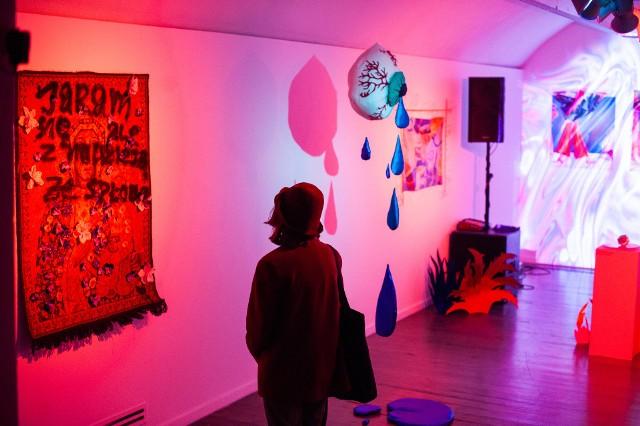 W trakcie Cracow Art Week w różnych częściach miasta zostają zorganizowane wystawy, projekty i akcje artystyczne.