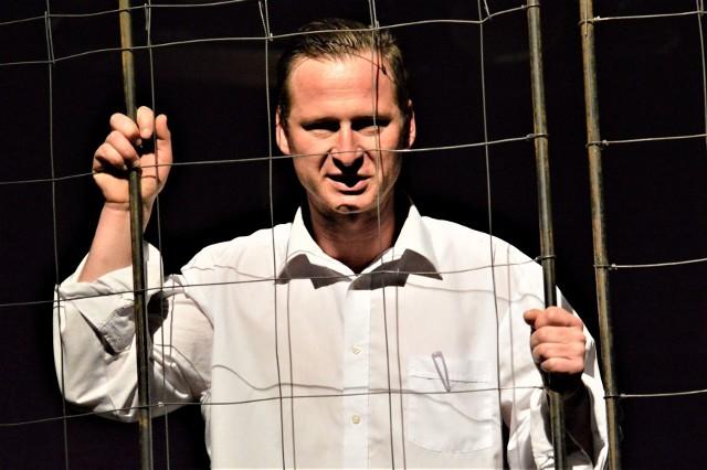 """Dramat Maksima Dośki """"Radio Kultura"""" czytał będzie aktor Lubuskiego Teatru – Ernest Nita, który na deskach zielonogórskiej sceny stworzył szereg świetnych, nagradzanych kreacji. M.in. Jaśka w """"Czasami księżyc świeci od spodu"""" - Złoty Miedziak dla najlepszego aktora na Festiwalu Oblicza Teatru - Polkowickie Dni Teatru"""