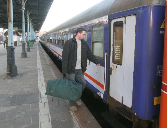 Pasażerowie muszą zmieścić taki bagaż na miejscu nad sobą i pod sobą. W przeciwnym wypadku trzeba zapłacić.