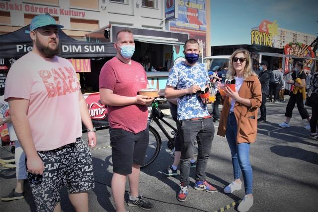 Majowy zlot food trucków w Kędzierzynie-Koźlu. Było sporo osób, zwłaszcza w ciepłe, niedzielne popołudnie.