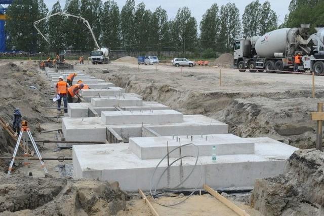 Opolski Ratusz zapowiada wielkie porządki na MetalchemiePrzedsiębiorcy działający na Metalchemie oczekują m.in. uporządkowania kwestii dróg wewnętrznych, poprawy ich jakości, a także lepszego zabezpieczenia dzielnicy przed powodzią. Firmy wnioskują też o zmianę planu zagospodarowania.