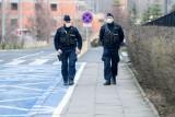 Koronawirus w woj. śląskim. 99 proc. policyjnych interwencji związanych z łamaniem obostrzeń dotyczy braku maseczek