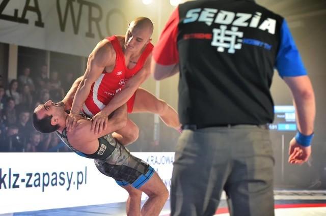 Dawid Klimek z AZ Supra Bokers Wrocław (czerwony strój) mógł świętować z zespołem pierwszą ligową wygraną