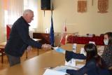 Wybory w czasie epidemii. Mieszkańcy gminy Wierzchlas wybierają wójta [ZDJĘCIA]