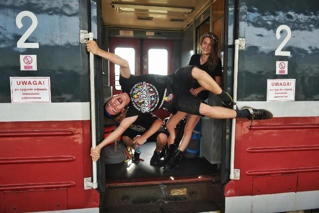 Z dworca Poznań Główny w czwartek rano odjechał PolAndRock Express.Przejdź do kolejnych zdjęć --->