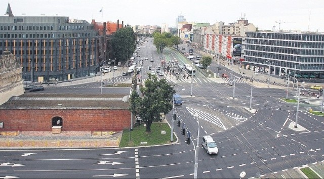 Modernizacja skrzyżowania trwała 3,5 miesiąca. Zakończenie inwestycji Brama Portowa I i Brama Portowa II (dwa nowe biurowce) planowane jest do końca 2012 roku.
