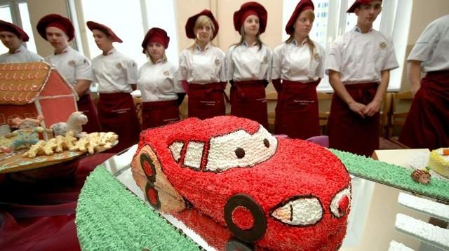 Do konkursu stanęło 15 uczniów. Ich ciasta przybrały niezwykłe kształty, m.in. samochodu.