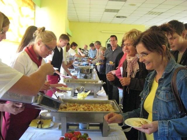 """Uczniowie z klas gastronomicznych sprawdzali już swoje umiejętności we wrześniu, podczas pierwszej edycji projektu """"Kucharze bez granic"""", która odbyła się w Niemczech."""