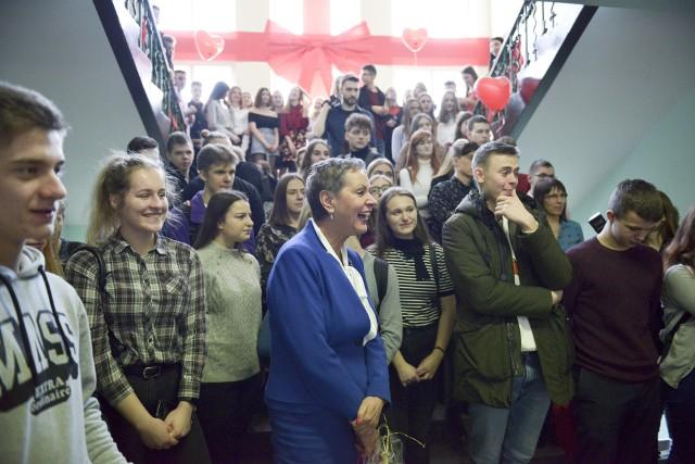 Pierwszy rok szkolny w Ekonomiku rozpoczął się w lutym 1946 roku. Dlatego urodziny szkoły obchodzone są właśnie w tym miesiącu.