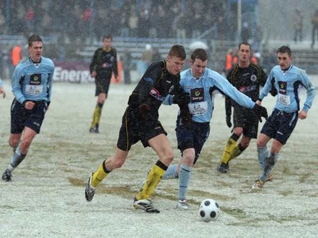 W meczu IV ligi Pomorze, Pogon Lebork przegrala z Gryfem Wejherowo 1:3.