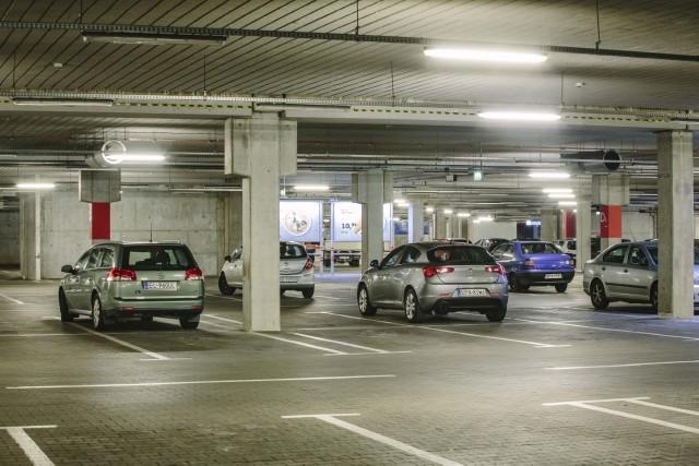 Centrum handlowe Port Łódź postanowiło otworzyć swój parking podziemny w najbliższe noce z czwartku na piątek i z piątku na sobotę tak, by mieszkańcy okolic mogli bezpiecznie zostawić swoje samochody.