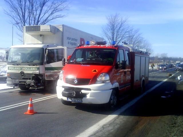 Śmiertelny wypadek w Rymanowieo wypadku doszlo na drodze krajowej nr 28 w Rymanowie. W czolowym zderzeniu samochodu osobowego i ciezarowego zginela 43-letnia kobieta.