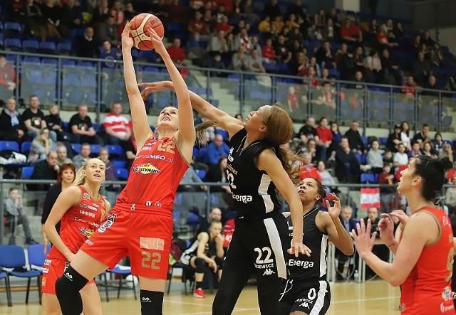 Z rywalką walczy środkowa Katarina Vucković
