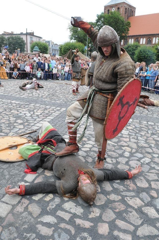 W zeszłym roku Jarmark Strzelecki był rozbity na dwa dni i kosztował 230 tys. zł Był m.in. pokaz walk rycerskich. W tym roku impreza będzie prawie dwa razy tańsza.