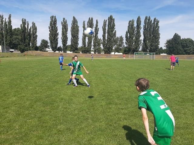 Na boisku bocznym stadionu przy ul. Orłowskiej w Inowrocławiu odbył się turniej piłkarski drużyn U12