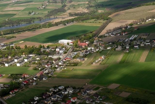 Dzięki przekazaniu gruntów przez mieszkańców gminy Osiek, gmina nie będzie musiała przebudowywać dróg gminnych
