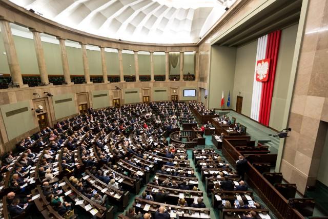 Głosowanie ws. Krajowego Planu Odbudowy. Burzliwe obrady sejmowych komisji