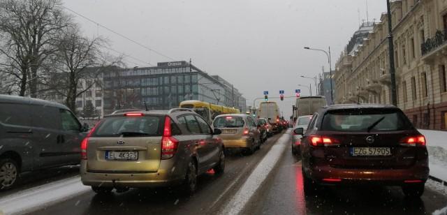 Pługosolarki na ulicach Łodzi. Śnieżyca 29 stycznia
