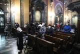 Kraków. Jakie są limity w kościołach? Ile osób może wejść na mszę świętą podczas Świąt Wielkanocnych? Gdzie poświęcą pokarmy [LISTA]