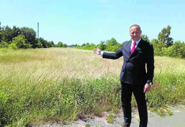 Burmistrz Artur Ludew mówi, że przy ulicy Pięknej powstanie hala, w której zatrudnienie może znaleźć nawet 100 osób.