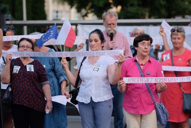 Protest przed siedzibą TVP Poznań