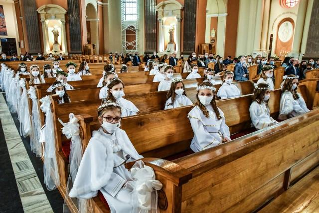 W niedzielę (9 maja) w Bydgoszczy do sakramentu pierwszej komunii dzieci przystąpiły w Bazylice mniejsza pw. św. Wincentego a Paulo