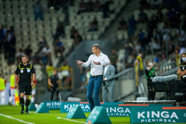 Dariusz Żuraw jest pierwszym trenerem Lecha Poznań od sezonu 2013/14, który prowadził pierwszy i ostatni mecz w tych samych rozgrywkach. Ostatnim, który tego dokonał, był Mariusz Rumak.
