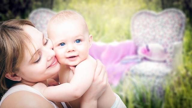 Życzenia na Dzień Matki 2020: Najpiękniejsze wiersze, wierszyki i życzenia dla mamy na 26 maja. O tym trzeba pamiętaćKażde dziecko o tym wie,że Dzień Matki dzisiaj jest.Dlatego spieszę złożyć Ci życzenia:szczęścia, zdrowia i w życiu spełnienia.Zdrowia, satysfakcji z pracy i miłości,a nade wszystko wiele radości.Kocham Cię, Mamo!Zobacz kolejne zdjęcia. Przesuwaj zdjęcia w prawo - naciśnij strzałkę lub przycisk NASTĘPNE