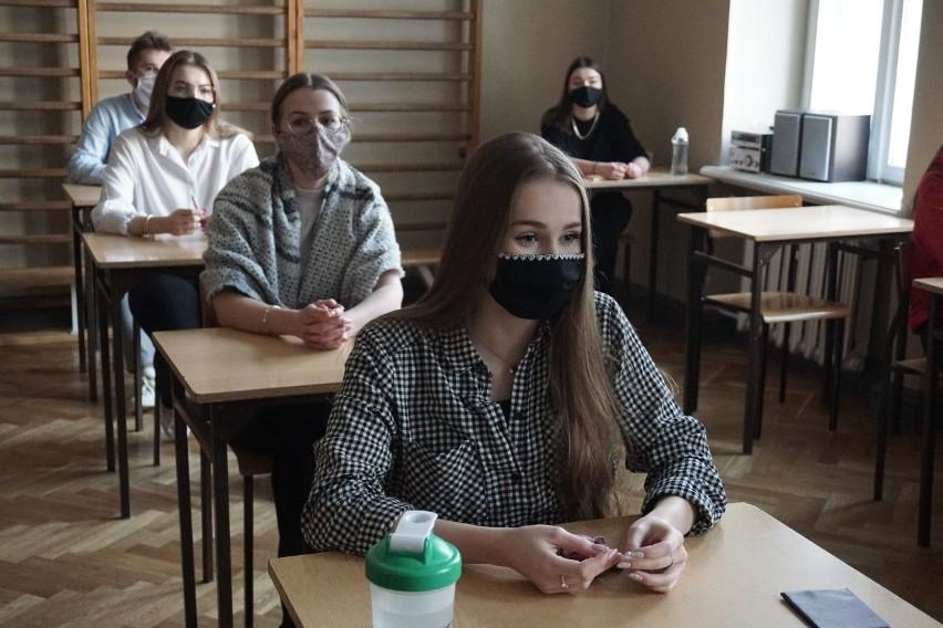 Próbna matura 2021 w III LO w Łodzi (3.03.2021)