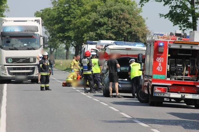 Na drodze krajowej nr 15 doszło do wypadku dwóch samochodów dostawczych. Jednym z nich był konwój wiozący znaczną ilość pieniędzy.Przejdź do kolejnego zdjęcia --->