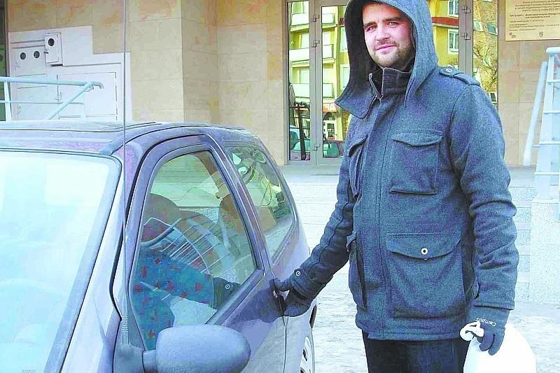 – Obawiam się, że aby uniknąć opłat, część kierowców będzie zostawiała auta na osiedlowych parkingach – uważa Radosław Cylwik.