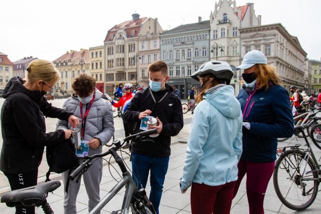 W niedzielę (18.04.2021 r.) ze Starego Rynku w Bydgoszczy rowerzyści  w odpowiedzi na akcję Śmigamy dla Celinki, ruszyli w rowerowy przejazd do Szubina. Wyprawa była poprzedzona zbiórką datków dla Celinki, z którą na krótka chwilę (i bezpiecznym dystansie) spotkano się przed domem w Szubinie