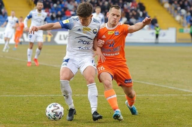 W ostatnim meczu przed blisko trzymiesięczną przerwą w rozgrywkach zespół Bruk-Betu Termaliki pokonał (3:0) na wyjeździe walczącą o awans do ekstraklasy Stal Mielec