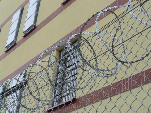 Więźniowi za ucieczkę grozi dodatkowa kara od 3 miesięcy do 3 lat pozbawienia wolności