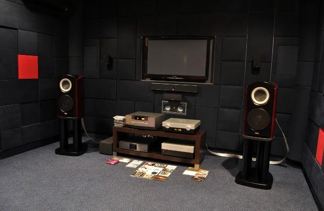 Kino domoweTak może wyglądać sala przygotowana specjalnie pod kino domowe.